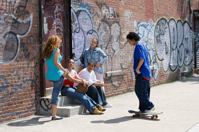 a look at reasons youth choose to join gangs Gang membership, delinquent peers, and delinquent behavior describes the findings of ojjdp-funded longitudinal research involv- sider the role of youth gangs and.
